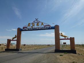 Photo: Aral - novodobé brány (do některých měst či vesnic jsou opravdu monumentální)