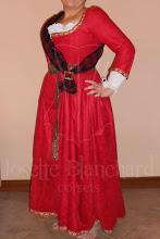 Photo: Vestido Medieval com corset embutido em camurça e algodão ( com anágua), acabamento em gorgorão bordado ( a partir de R$ 500,00), cinto em camurça com fivela, ilhós e rebites em ouro velho ( a partir de R$ 20,00) e tartan feminino em lã ( A partir de R$ 40,00).