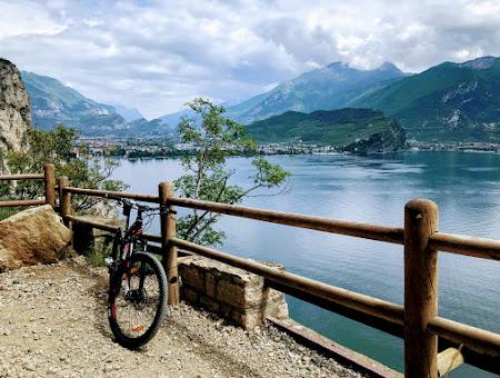 Велотур возле озера Гарда