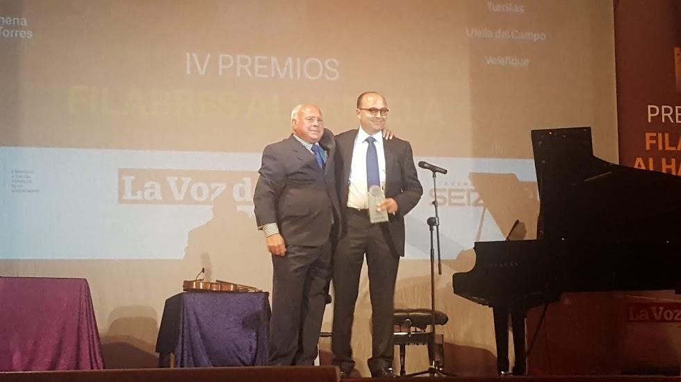 Diego García recoge el premio Economía por el fomento del turismo rural en las Rutas del Almendro en Flor.