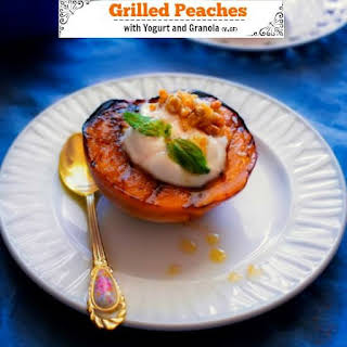 Grilled Peaches with Yogurt and Granola (Healthy Breakfast).