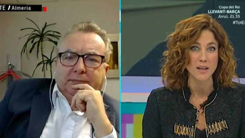 Pedro Manuel de la Cruz, con Elena García, durante su entrevista en TV3