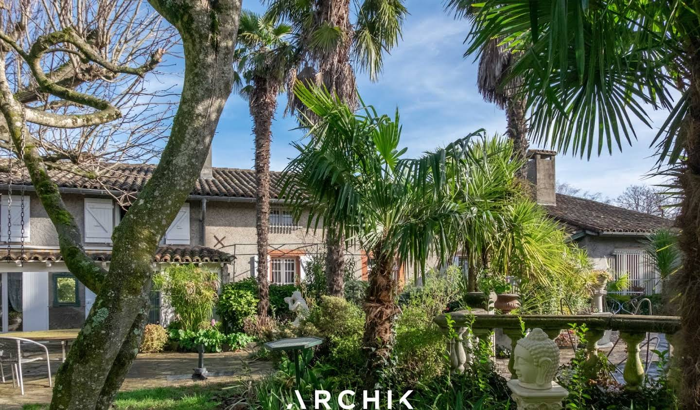 House with pool and terrace Vieille-Toulouse