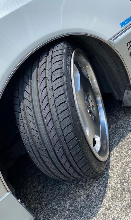 クラウンマジェスタ UZS171のタイヤがヤバイ😱,タイヤ交換,クラウンマジェスタ,猛暑日に関するカスタム&メンテナンスの投稿画像2枚目