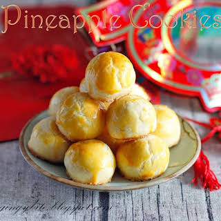 Melt In The Mouth Pineapple Tart / Cookies 黄梨酥/黄梨塔 Makes 34 pieces.