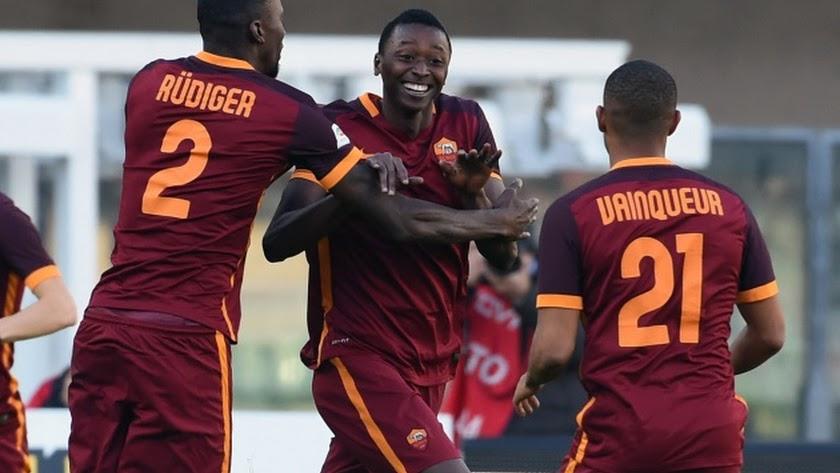 Umar Sadiq celebrando un gol en la Premier.