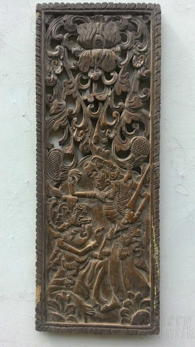 Ukiran kayu detail cerita Dewi sinta dan Kera Anoman