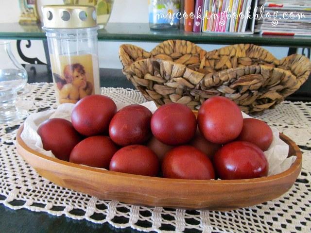 Великденски яйца боядисани с корени от брош (Rubia tinctorum)