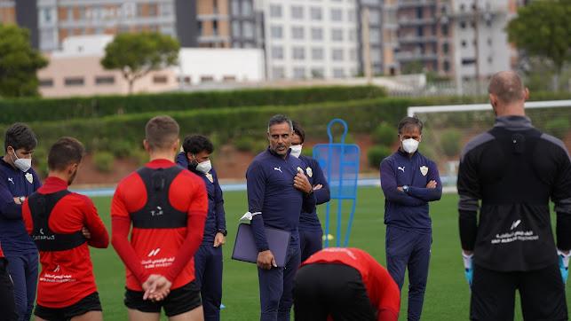 José Gomes hablando con los futbolistas en el Anexo.