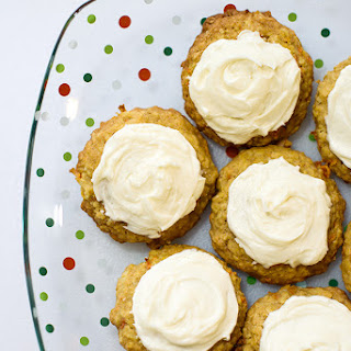 Orange-carrot cookies with cream cheese frosting Orange-carrot cookies with cream cheese frosting