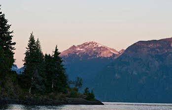La Sirenuse Lake Resort