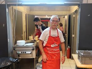 Photo: Un président qui fait travailler son personnel à la Baguette : Jean ! (Jean Baguette si vous pas connaître)