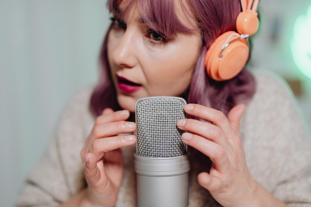 O podcast no Youtube é uma excelente estratégia de fortalecimento da marca e consolidação da presença digital. Confira dicas de como trazer mais engajamento.