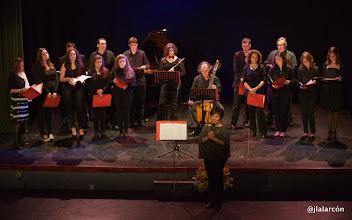 Photo: Coro de alumnos y profesores del IES Lucus Solis.