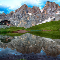 il laghetto con  le pale di San Martino  di