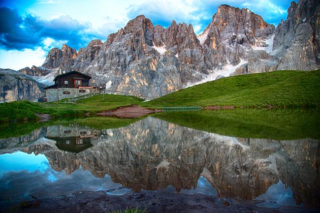 il laghetto con  le pale di San Martino  di RobertoPieriphotographer