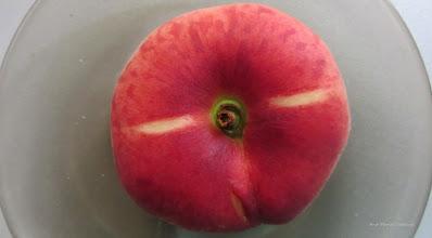 """Photo: 2015.07.04 -  din magazinul de legume-fructe - Piersici soiul """"Herastrau"""""""