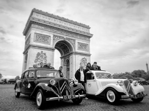 Excursion touristique en voiture ancienne
