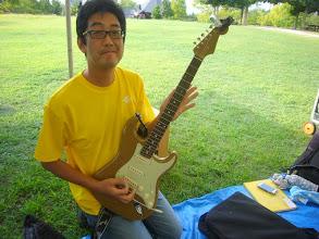 Photo: 正ちゃんバンドの高野さん。また新しいギター持ってるよ~~(爆)写真だとわかりにくいけど、渋い色。初めてみた。