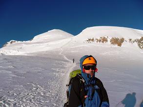 Photo: En el Col de la Brenva con el Mur de la Cote detras y la cima.