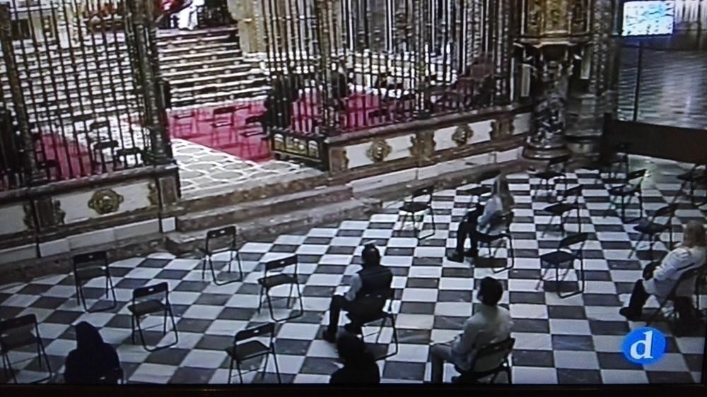 Resultado de imagen de coronavirus iglesias con pocos fieles
