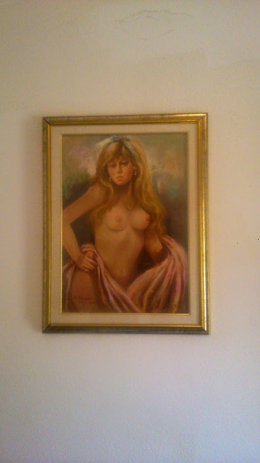 Девушка с обнаженной грудью