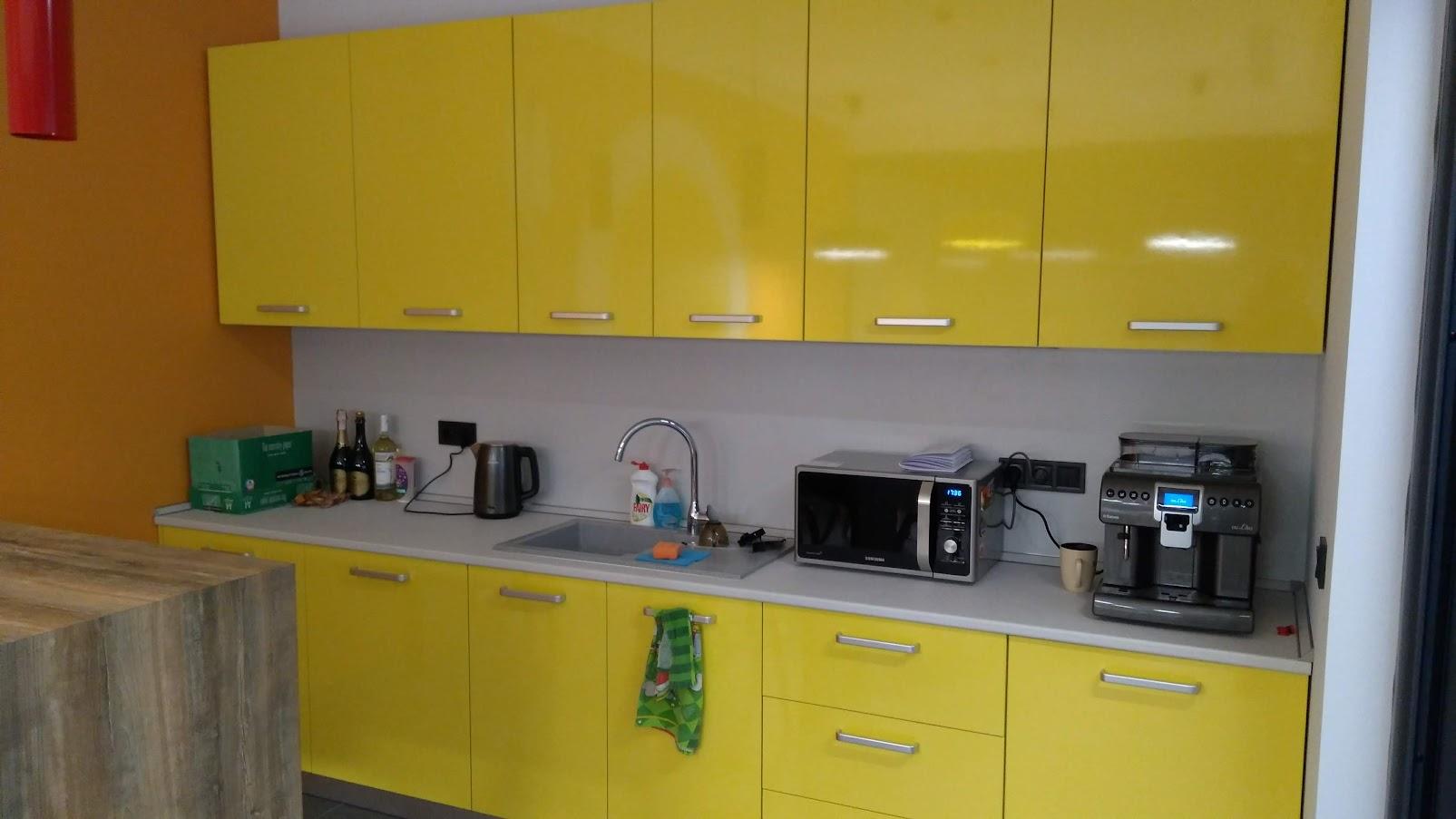 Кухня, фасады МДФ с пластиком HPL