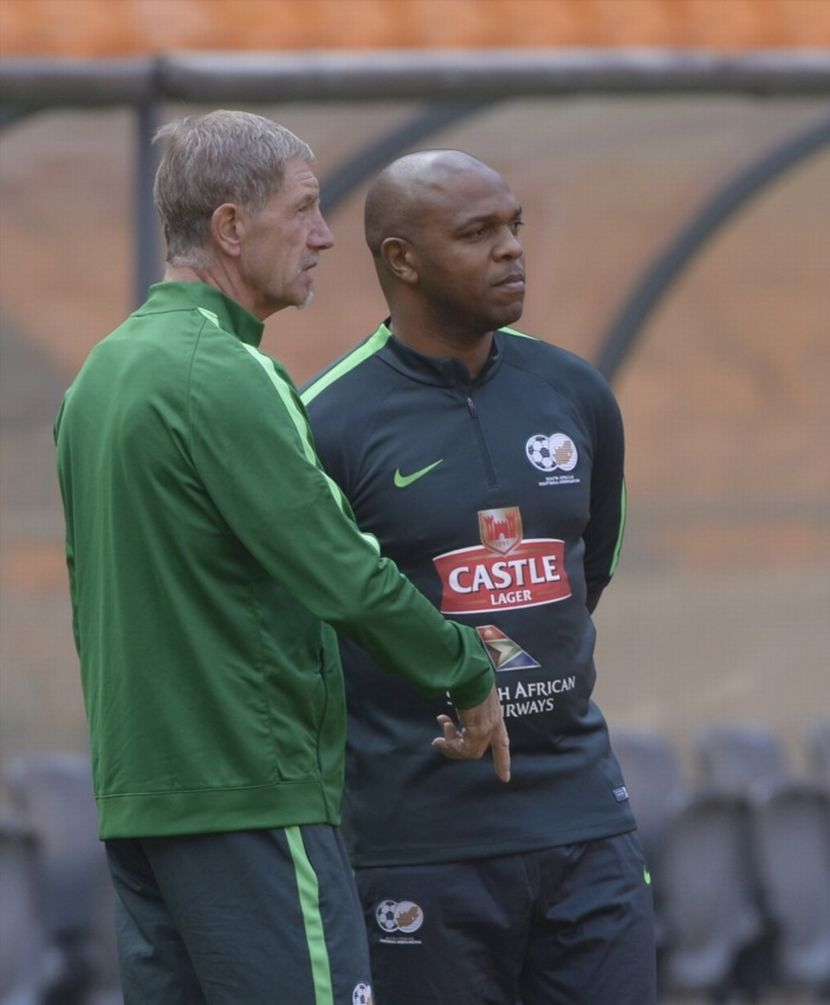 Bafana Bafana head coach Stuart Baxter (L) chatting to one of his assistant coach Quinton Fortune.