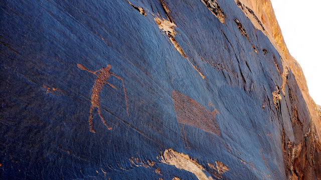 Placer Bottom petroglyphs