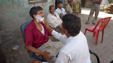 Photo: Having a shave in Dharavi