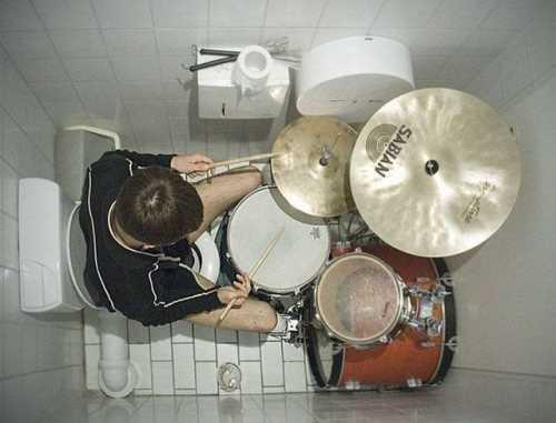 Toilet Drummer
