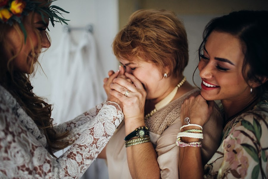 Wedding photographer Vasiliy Tikhomirov (BoraBora). Photo of 07.10.2015