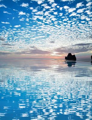 Sono pochi i luoghi in cui le nuvole e il fondo del mare hanno la fortuna di potersi guardare, contemporaneamente. di mony29