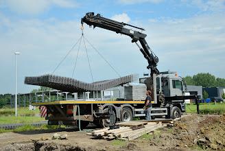 Photo: 05-07-2012 © ervanofoto Levering van de staalmatten en ander materiaal voor de fundering v.d. burelen.