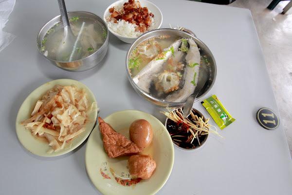 台南南區,人潮滿滿,口感美味價錢合理俗俗賣虱目魚