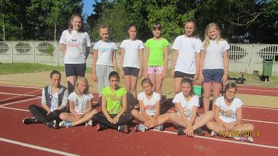 Photo: Dziewczęta, które skakały w dal na szkolnych mistrzostwach.