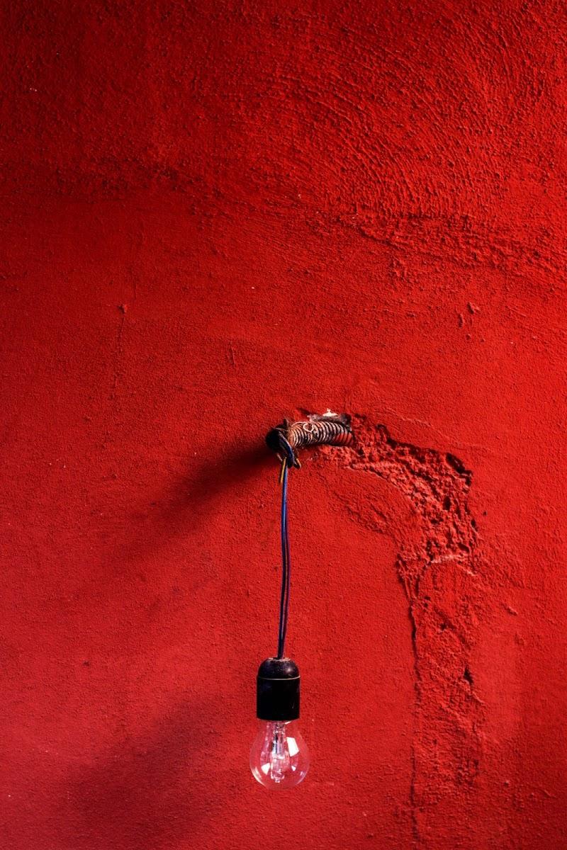 """Rosso """"acceso"""" di Mena"""