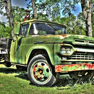 Green Ford truck_7770_tonemapped.jpg