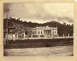 Photo: Palácio do Barão do Catete, hoje muito modificado e sede da Prefeitura Municipal. Localiza-se na Avenida Koeler. Foto da década de 1870