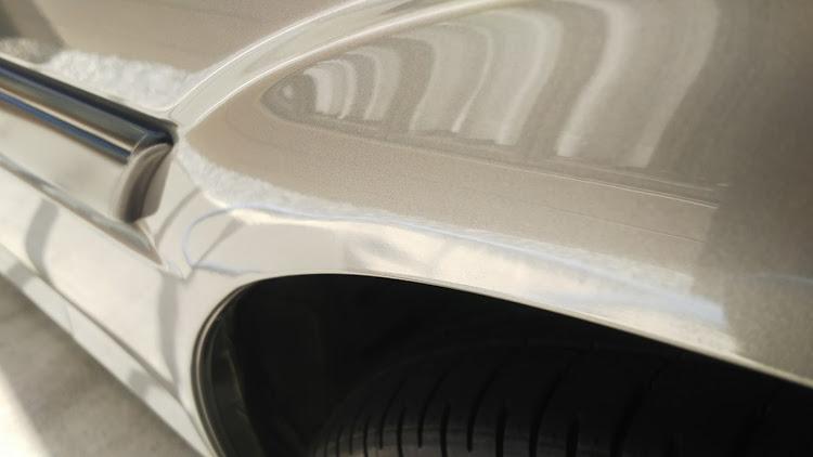 ハイエース TRH112Vの100系ハイエース,擦り傷,タイヤ交換,塗装剥がれに関するカスタム&メンテナンスの投稿画像3枚目