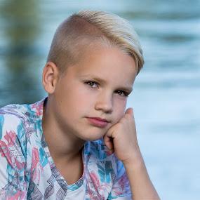 Senna by Henk  Veldhuizen - Babies & Children Child Portraits ( water, blue, boys, blond, boy )