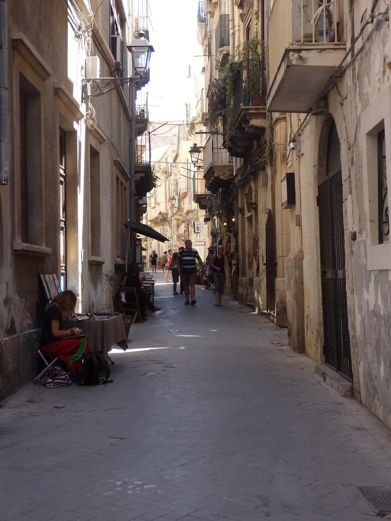 socialità, passeggio e...... commercio di mikimouse