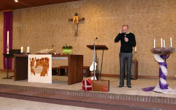Photo: Roel krijgt een telefoontje van Sinterklaas