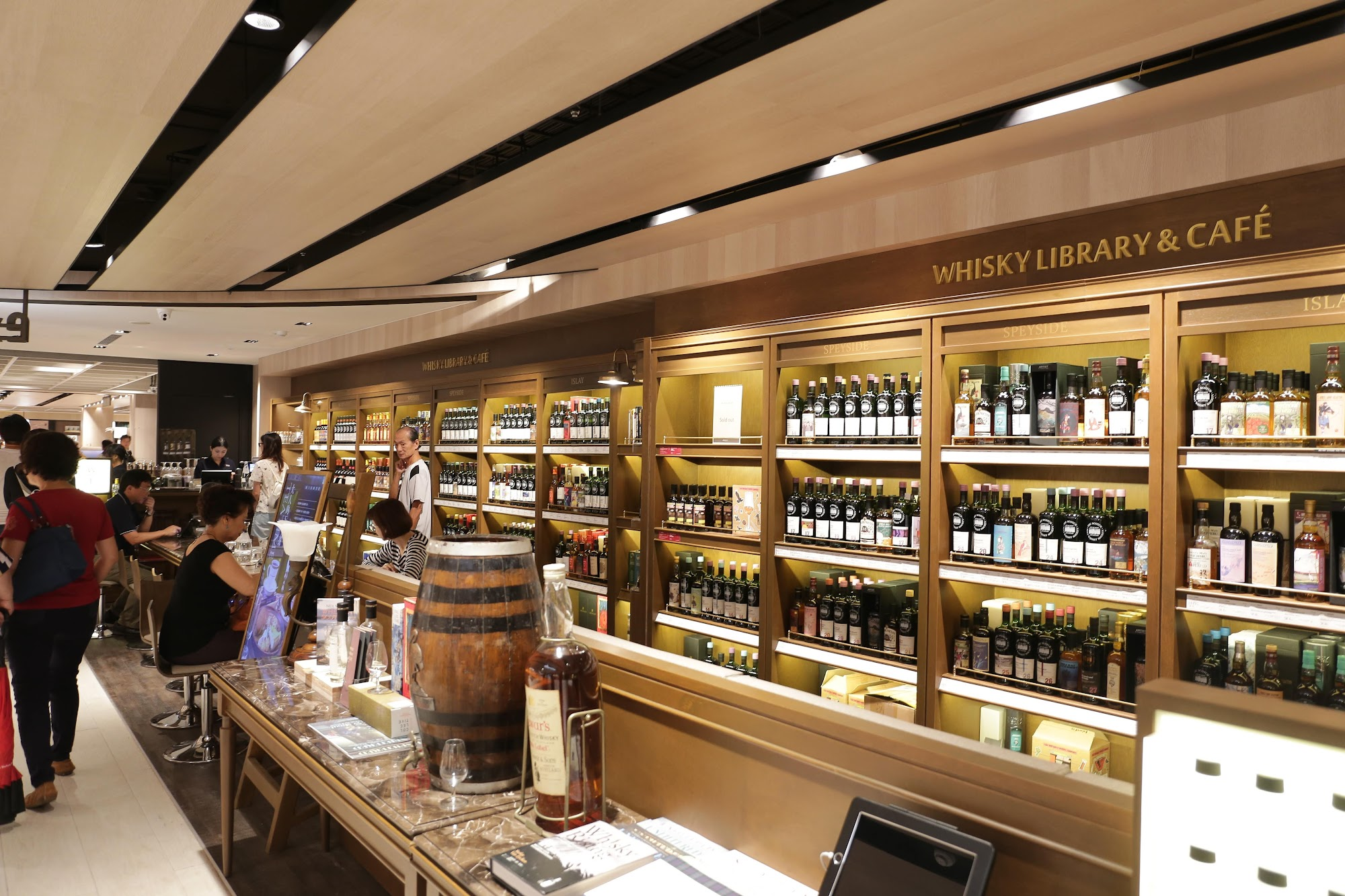 whisky library,就在誠品書店旁