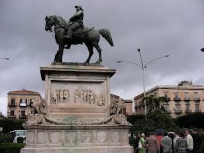 Photo: Palermo Piazza di Giulio Cesare, Italian yhdistymisen muistomerkiltä alkaa vaellus.
