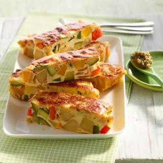 Mediterrane Frittata mit Zucchini, Kartoffeln und Paprika