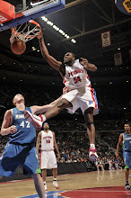 Photo: Jason Maxiell with the jam
