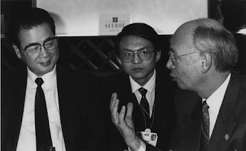"""Photo: DAVOS/SWITZERLAND, JAN 1992 - Premier Li Peng of the People's Republic of China and Klaus Schwab at the Annual Meeting of the World Economic Forum in Davos in 1992. Copyright <a href=""""http://www.weforum.org"""">World Economic Forum</a> (<a href=""""http://www.weforum.org"""">http://www.weforum.org</a>)"""