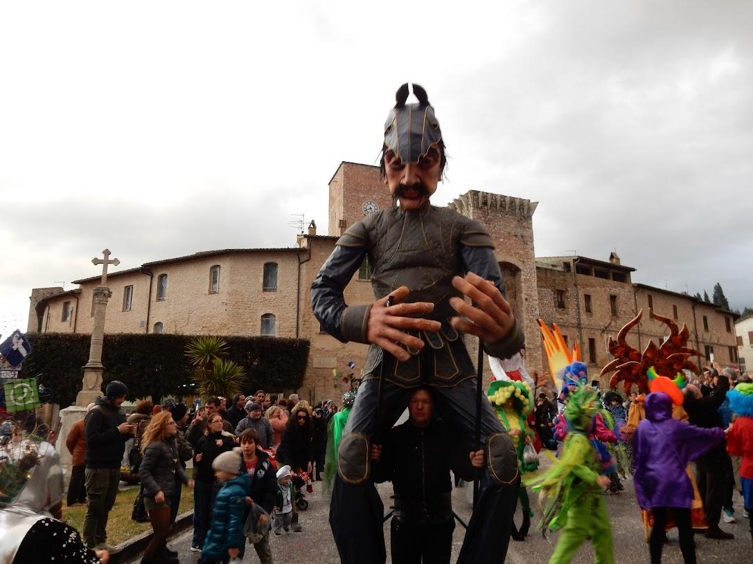 S.Eraclio: Marionette giganti