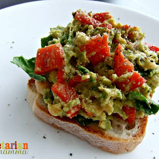 Roasted Red Pepper, Avocado and Chickpea Sandwich Spread – #glutenfree #vegan.